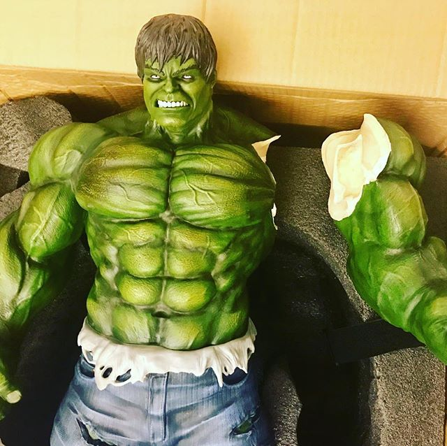 "Still quite upset at this one, it's a proper ¼ scale hulk (about 32"" tall) and the courier managed to break it, hopefully Carlos Fariza will fix it back to new ?"