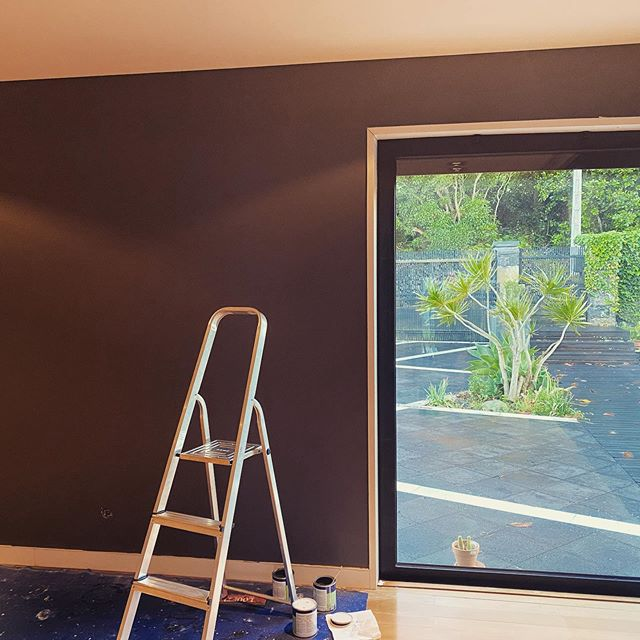 Spent the Sunday painting the TV room, I hate painting, but it's coming out great ! 😃